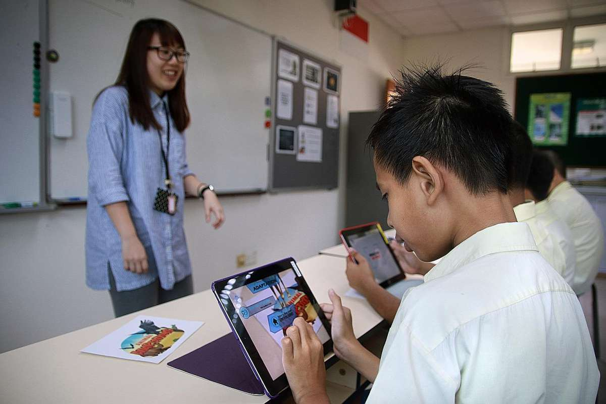 Students using Ipads for simulation learning with AR and IoT